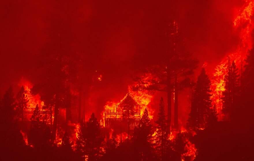 TOPSHOT-US-CALIFORNIA-FIRE-TAHOE